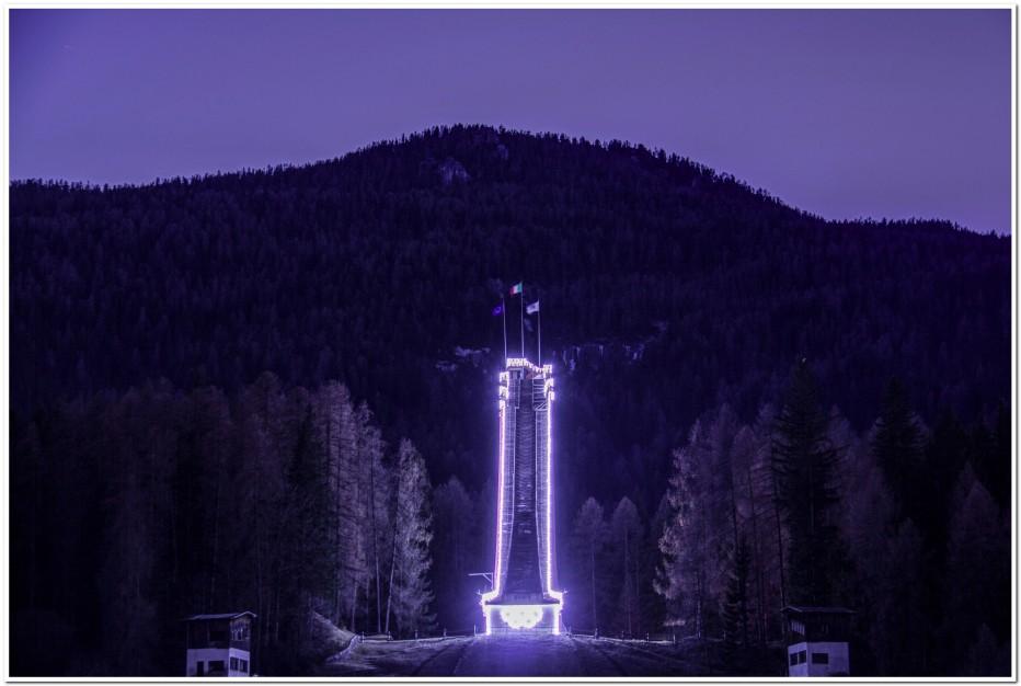 Il Trampolino di Cortina illuminato per le festività Natalizie