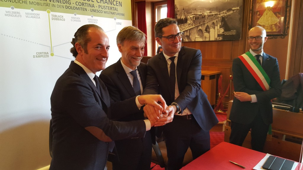 Cortina firma intesa treno Dolomiti -Zaia - Delrio - Kompastscher- Franceschi - 13.02.2016