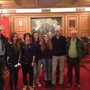 Il Sindaco Franceschi ha incontrati ieri, in Comune, gli atleti ampezzani della Nazionale di Curling in partenza per le Olimpiadi Giovanili a Lillehammer