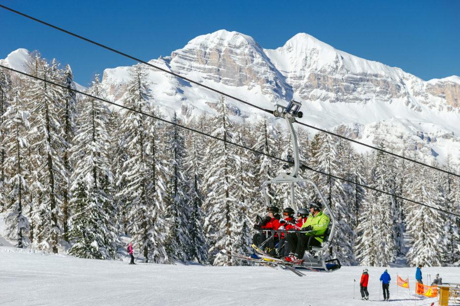 1 Maggio sulla neve! A Cortina il rito dell'ultima discesa in pista.