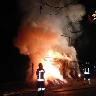 Incendio deposito fieno