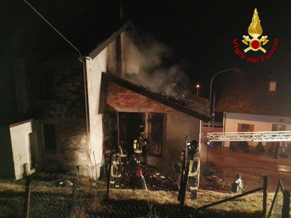 Incendio canna fumaria in localita' Lasen