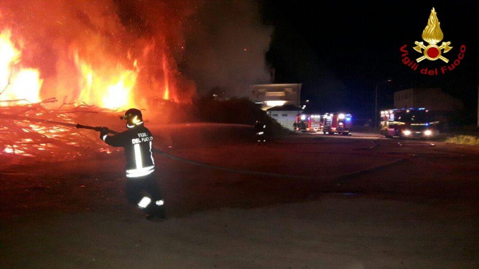 Incendio nelle vicinanze della stazione di Quero-Vas