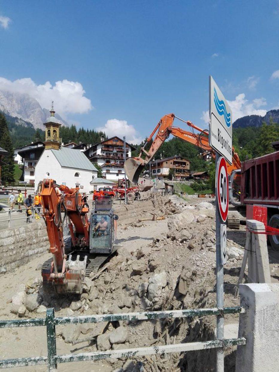 Intervista con il Sindaco di Cortina d'Ampezzo Gianpietro Ghedina sulla situazione in località Alverà e comunicato stampa Questura e Prefettura di Belluno