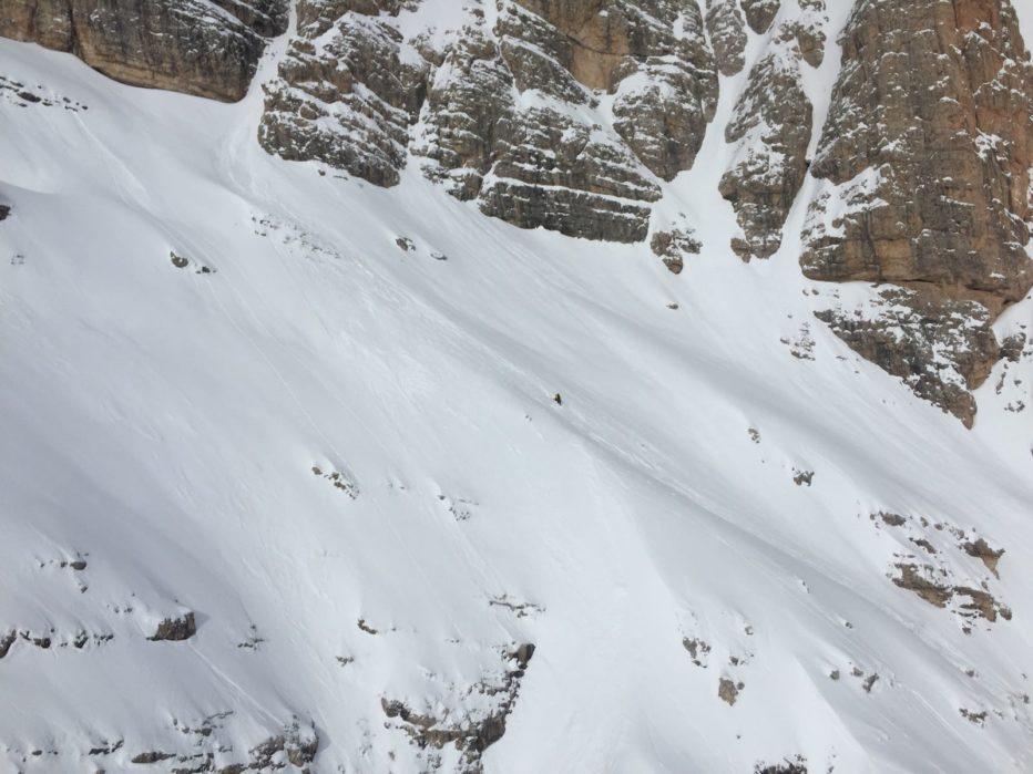 Scialpinista scivola in un canale a Cortina