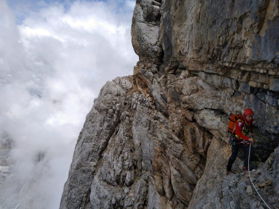 Soccorso Alpino e Speleologico Veneto: BASE JUMPER SI LANCIA E PERDE LA VITA