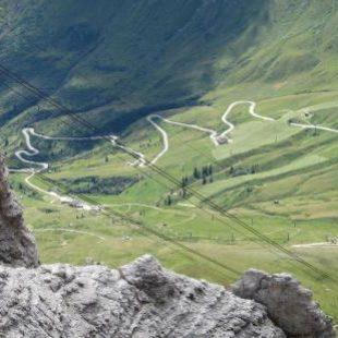 Il consiglio comunale di Canazei contro la chiusura dei passi dolomitici.