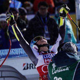 Spettacolo e commozione per la centesima gara di Coppa del mondo a Cortina.