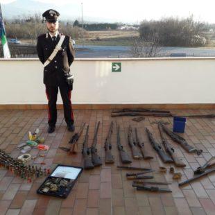 I Carabinieri arrestano padre e figlio per detenzione abusiva di armi da guerra
