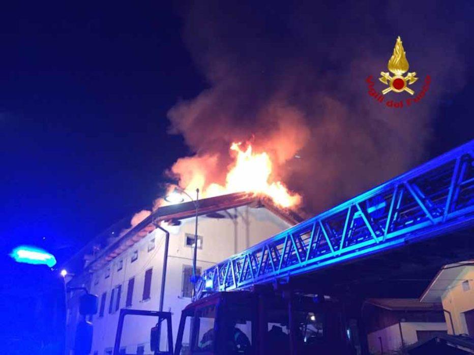 Incendio nella notte ad Ospitale di Cadore