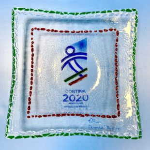 CORTINA 2021: I TROFEI DELLE FINALI DI COPPA ALL'ASTA PER L'OSPEDALE DI BELLUNO