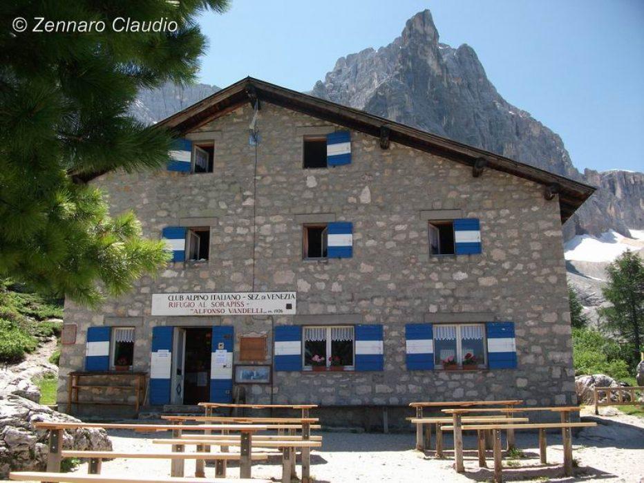 Intervento del Soccorso Alpino al Rifugio Vandelli