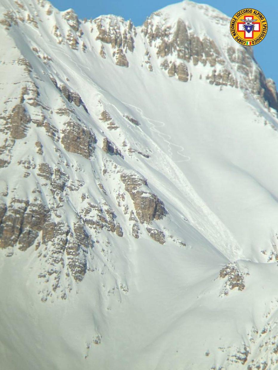 Recuperato senza vita scialpinista travolto da valanga in Val Travenanzes a Cortina