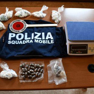 LA POLIZIA ARRESTA UNO SPACCIATORE