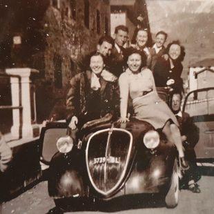 Vaccinata a domicilio Nonna Neta: 96 anni, prima cadorina a guidare l'auto