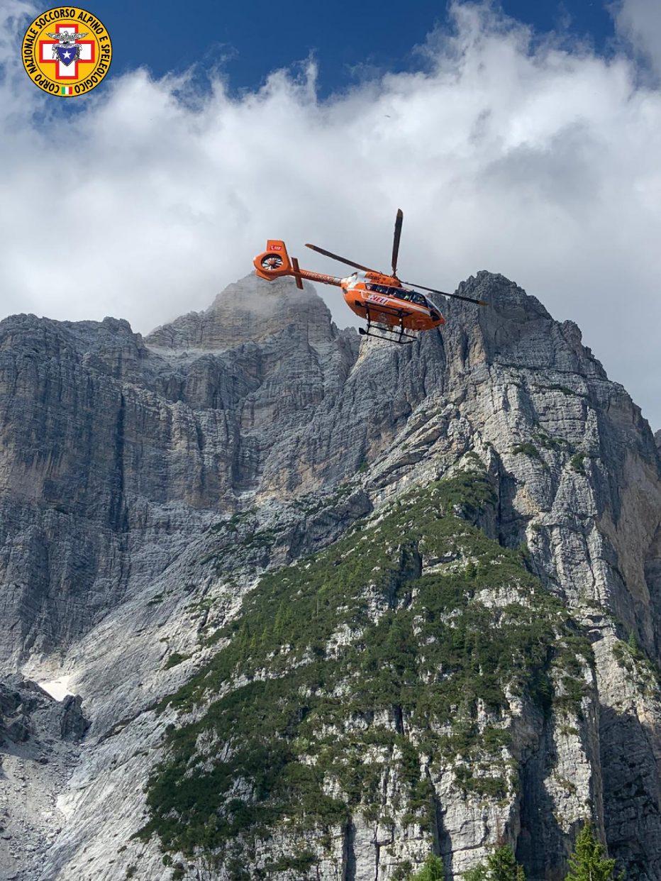 Alpinista vola in parete sui Lastroi de Formin a San Vito di Cadore